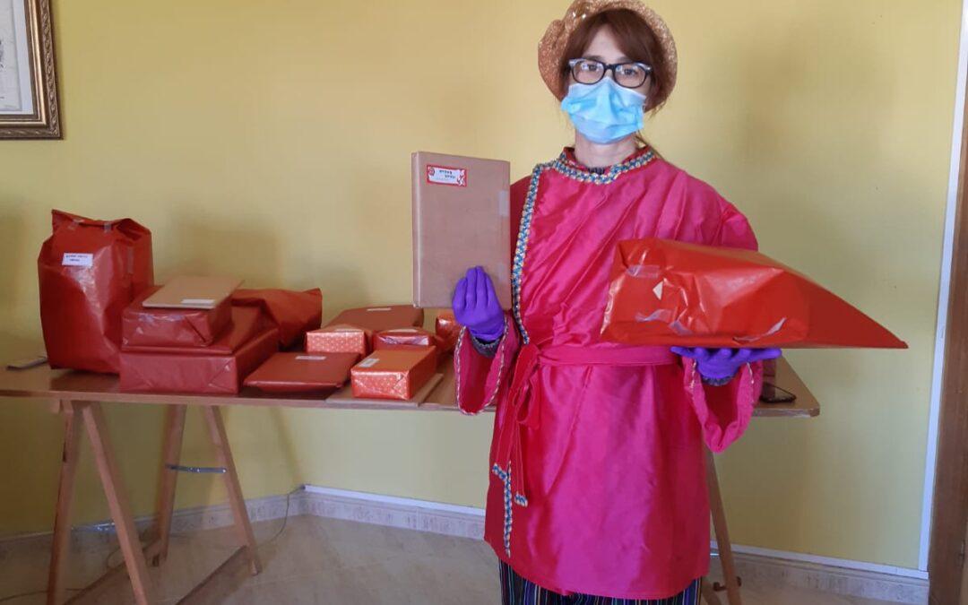 El Paje Real reparte los regalos a los niños y niñas del municipio de Villamontán de la Valduerna