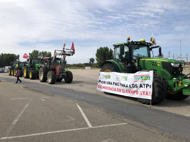 """Los tractores salen a las calles de León para pedir que las ayudas """"vayan a título principal a los agricultores y ganaderos"""""""