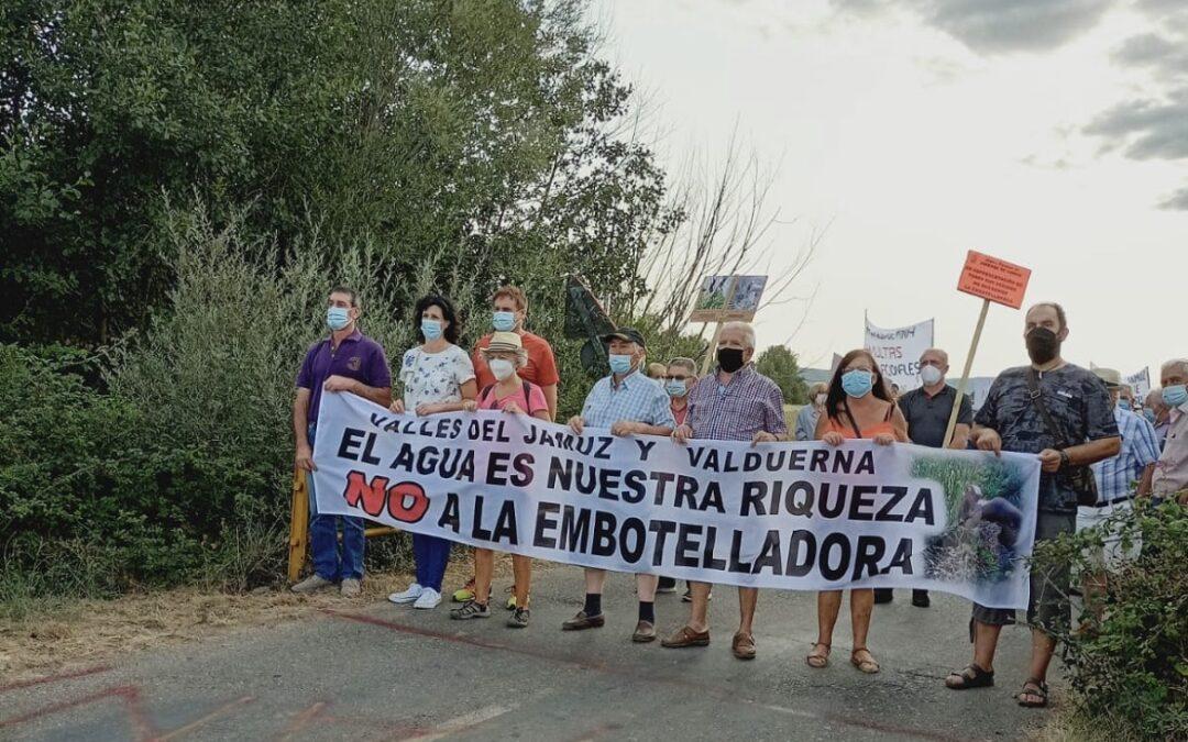 Alrededor de 500 personas se manifiestan en Quintana y Congosto contra la planta embotelladora de agua