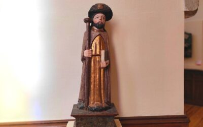El Palacio de Gaudí presenta como pieza del mes una escultura de 'Santiago peregrino', procedente de Quintana de Fon