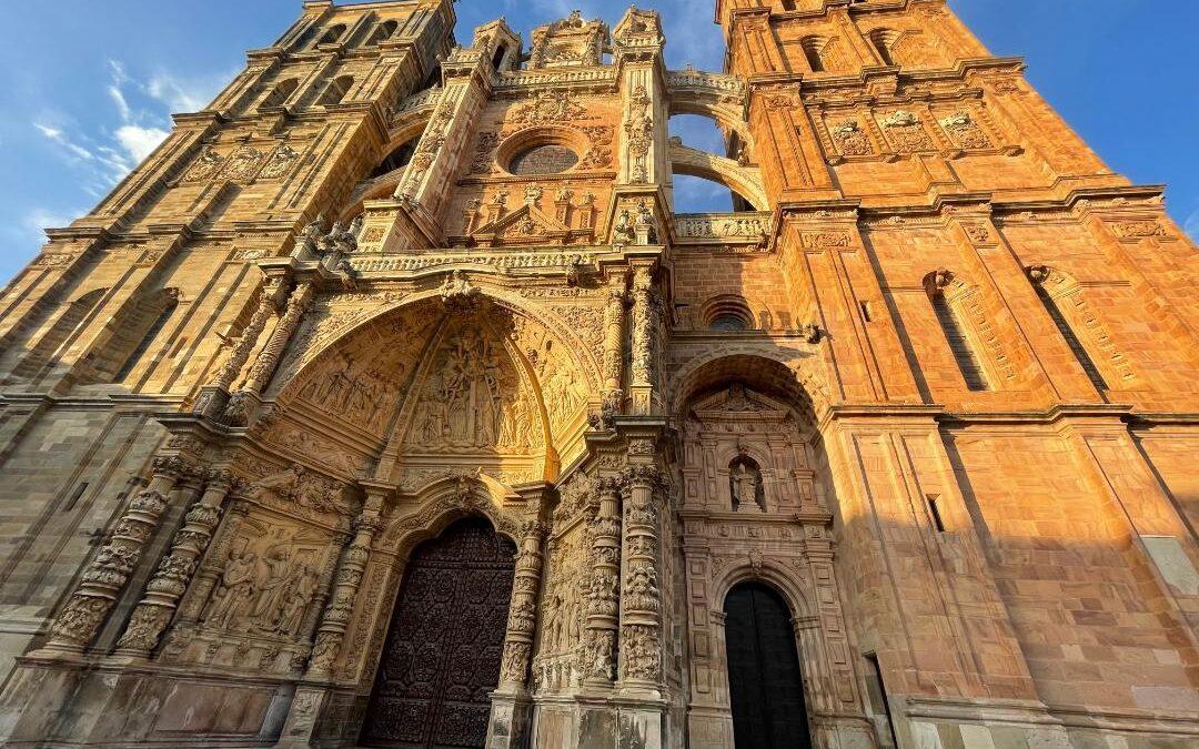 Un libro recopilatorio de lo mejor de la Vía de la Plata destaca a la Catedral de Astorga y el Hospital de San Juan