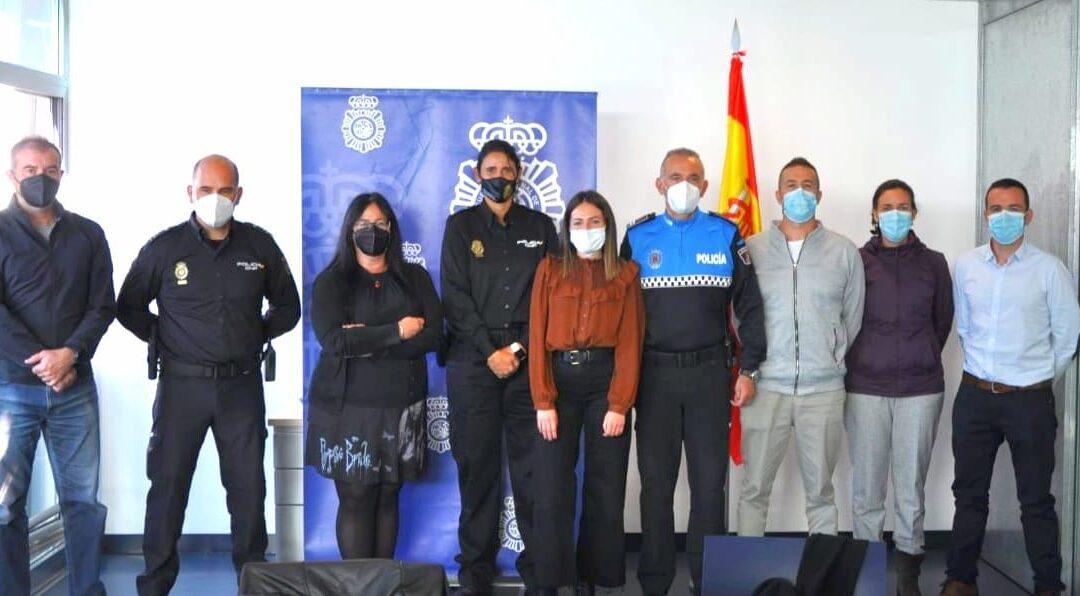 Primera reunión de colaboración entre la Policía Nacional y la Policía Local de Astorga para la proyección de las víctimas de violencia de género