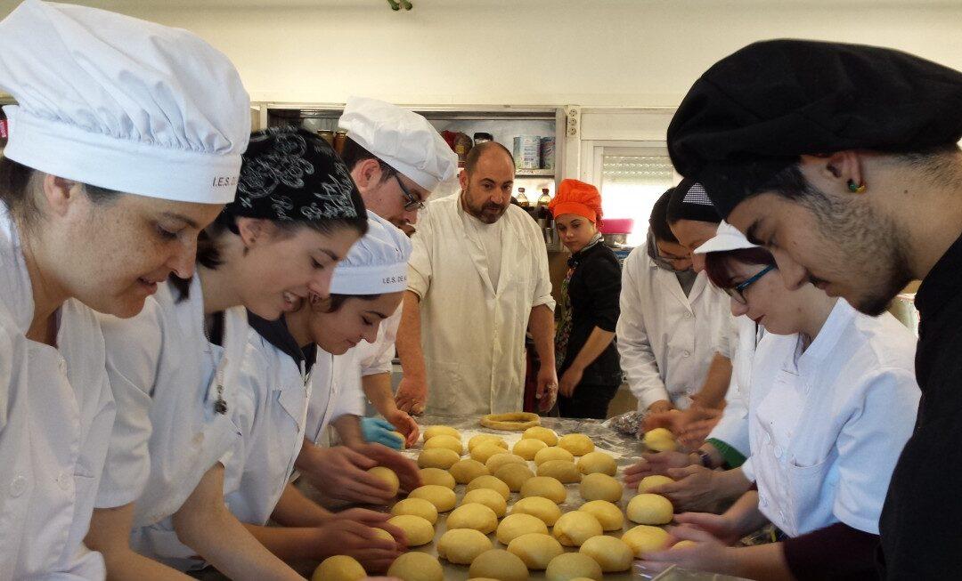 Los alumnos de Panadería y Restauración del Instituto de Astorga se solidarizan con los damnificados por el volcán de La Palma
